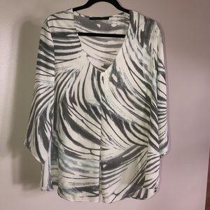 Plus size  blouse with free form stripes